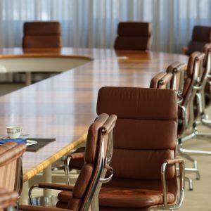 Wystrój sali konferencyjnej ma znaczenie. Na co warto zwracać uwagę przy organizacji konferencji? 2020